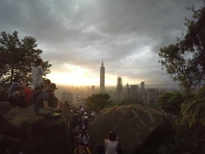 Sunset view of Taipei from Elephant Mountain.